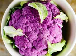 Purple cauliflower in cup.