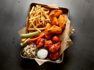 Buffalo Wild Wings plate of food.