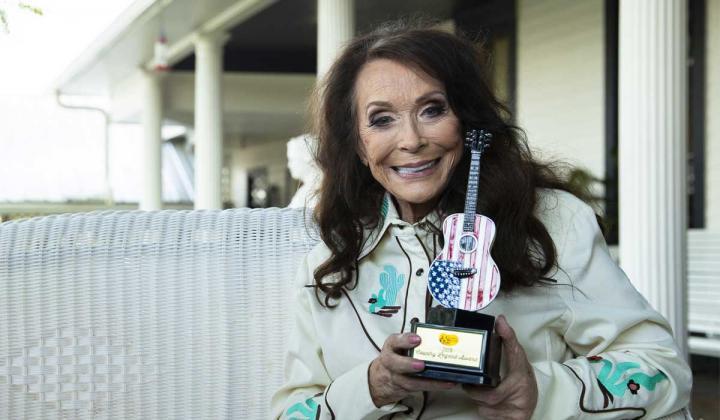 Loretta Lynn holding Cracker Barrel Country Legend Award