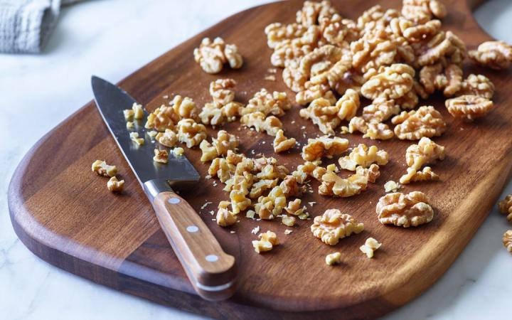 Working with walnuts in the kitchen is easy