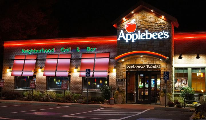 Applebee's restaurant at night.