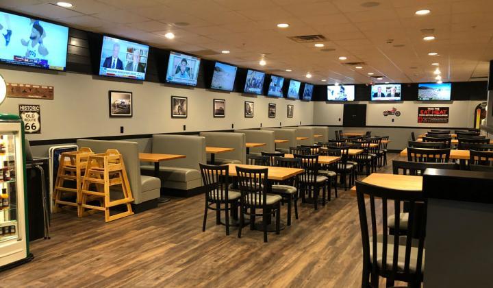 Quaker Steak & Lube interior of restaurant.