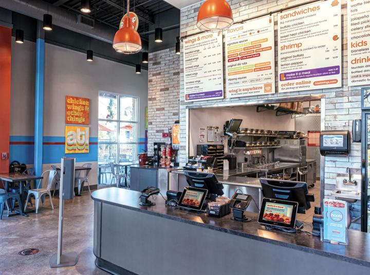 Hooters' quick-service concept, Hoots Wings