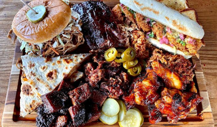 Mac's Speed Shop barbecue platter.