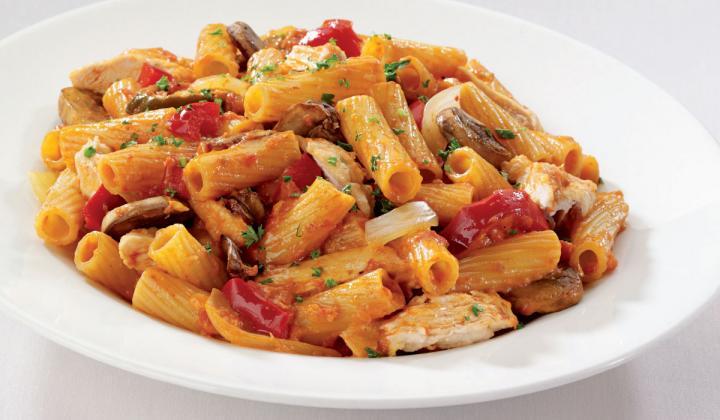 a Perlo's fan favorite: chicken, Barilla rigatoni, mushrooms, bell and cherry peppers in a spicy creamy tomato sauce.