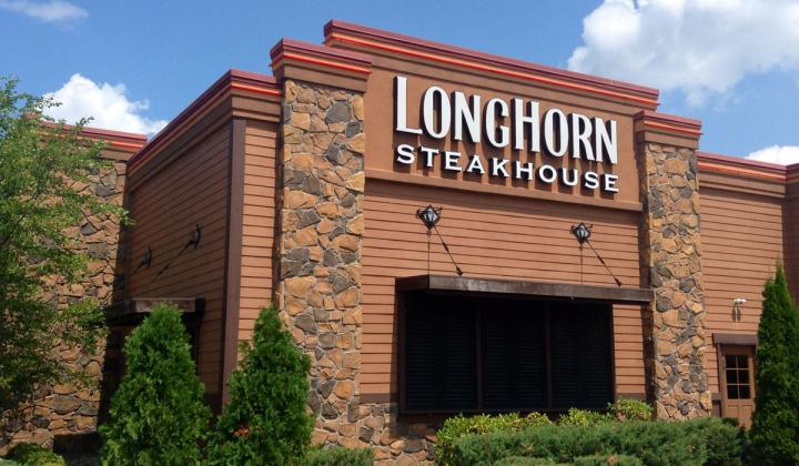 The outside of a LongHorn Steakhouse.