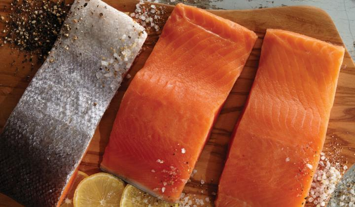 Four-star BAP-certified, this salmon is fed fish protein combined with nutrient dense algae, so it produces more fish protein than it uses while retaining top-quality flavor, texture and nutrition.