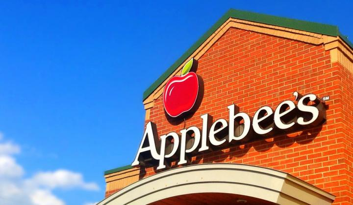 The exterior of an Applebee's restaurant.