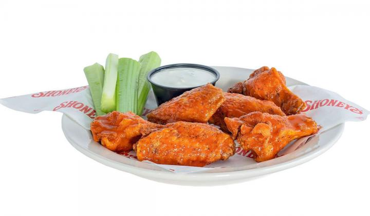 A basket of wings at Shoney's.